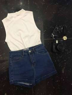 White sleeveless ribbed top⚡