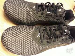 PUMA慢跑運動鞋