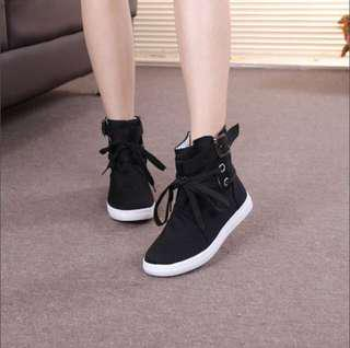 Black sneakers/shoes