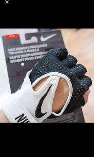 Nike 健身手套