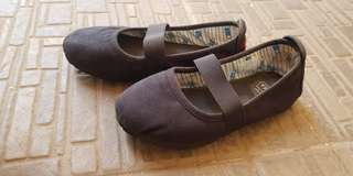 Wakai black shoes girl