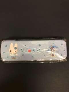 兔仔筆盒 鐵質 淺藍色 學生文具 全新 light blue rabbit metallic Pencil case/ box