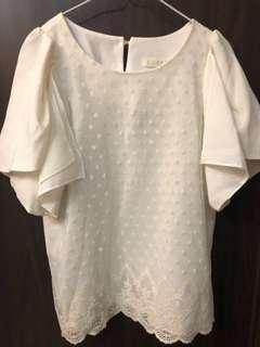 🚚 正韓貨 白色雪紡短袖上衣 點點設計不規則袖口 蕾絲衣襬