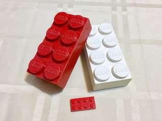 60年代LEGO標誌巨型磚兩件,可拼砌!(見圖3)  價錢包兩件,分別是一件白色和一件紅色巨型磚  磚上的LEGO標誌,是六十年代的,跟現在的不同。