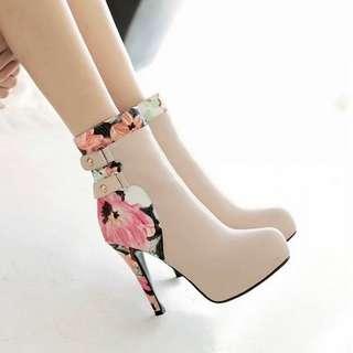 Sepatu high heels 021