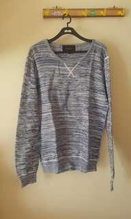 Sweater knitted biru