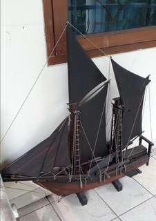 Pajangan perahu kayu jati