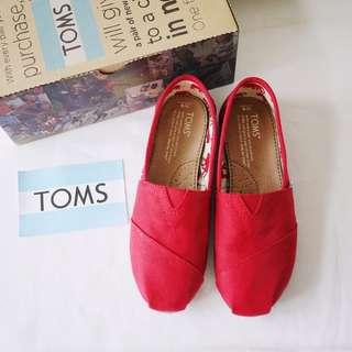 🚚 TOMS基本款經典素面紅色圓頭帆布材質平底休閒運動鞋女鞋W6/UK4/EUR36.5/JP23附鞋盒