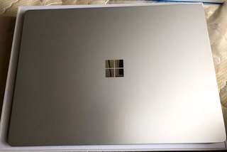 Microsoft Surface Laptop 2017 (i5, 4GB Ram, 128GB SSD)