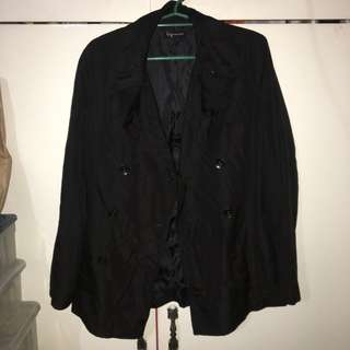 BLACK COAT FOR TRAVEL