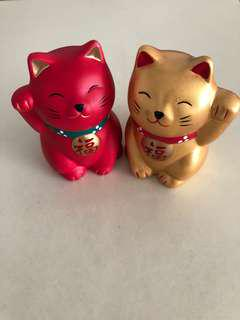 A pair of Fortune cat