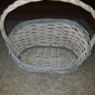 ASH-WHITE OVAL RATTAN BASKET WITH HAMPER