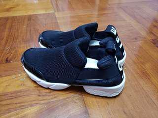 Life shoes 韓國黑色休閒鞋