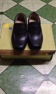 Ollie Black school shoes
