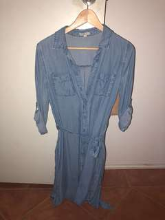 Denim dress with adjustable sleeves and tie