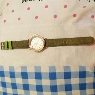 Jam tangan hijau