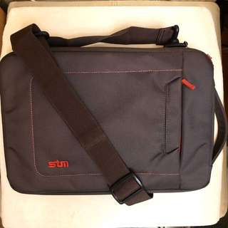 Notebook crossbody bag 電腦鈄揹袋