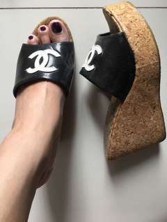 Wedges chanel hitam