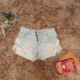 Lightwashed high waisted shorts