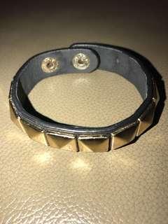 Stud Bracelete