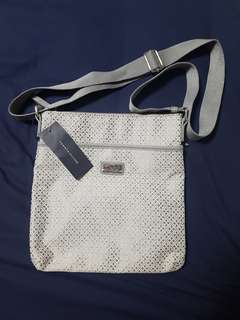 Authentic Tommy Hilfiger Crossbody Bag BIG DISCOUNT