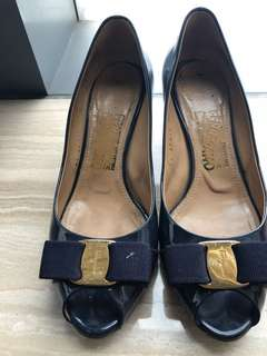Authentic Salvatore Ferragamo Oxford Blu Sissi size 7 Open toed Pumps