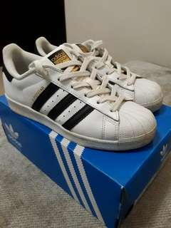 ADIDAS SUPERSTAR SIZE 4.5 FOR UNISEX