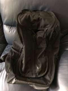 Nike backpack 可議