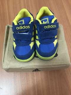🚚 (全新)adidas 黏貼式運動童鞋 藍黃色