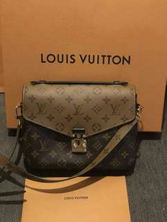 *MarkDown AUTH Louis Vuitton Pochette Metis
