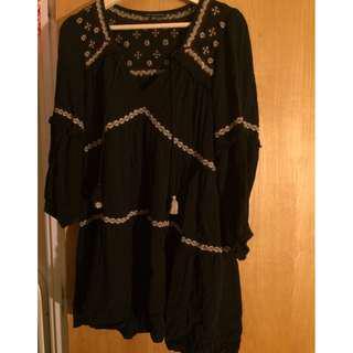 American Eagle Black Blouse/Long Top (Size M)