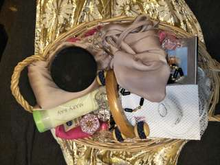 Primp Preen and Pamper Gift Basket