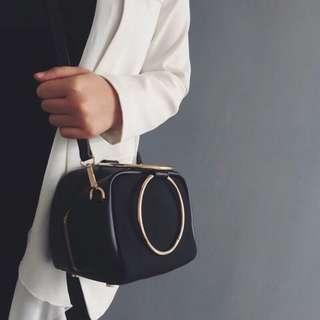 🚚 二手 黑色韓版圓環手拿包 磨砂皮 肩包側背包