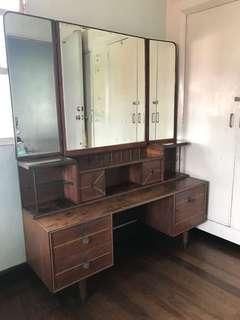 Dresser vanity mirror