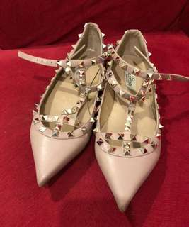 Like New - REPRICED FAST SALE #VALENTINO ROCKSTUD SIZE 39.