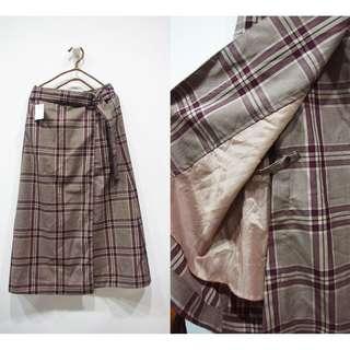 🚚 這裡 Zhè lǐ日本小店挖寶帶回,濃濃英倫氣息質感格紋長裙,一片裙的設計內裡有扣子不用擔心曝光
