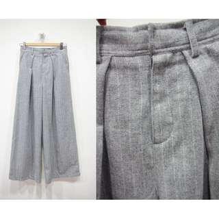 🚚 這裡 Zhè lǐ日系灰色毛呢質感直條紋設計保暖長褲