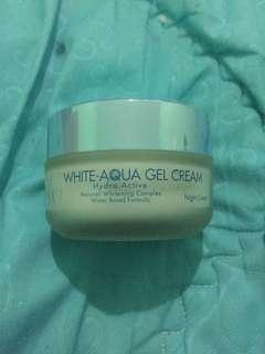 Pixy Aqua Gel Cream