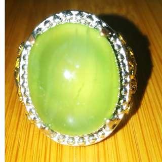 Natural Prehnite gemstone from Mali. Emerald Color. Asli Batu. Ring 9. Metal.Titanium.