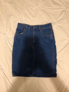 Short pencil denim skirt