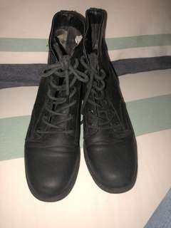Black combat boots - warn once
