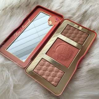 🚚 PO Too Faced Sweet Peach Glow Palette