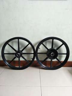 Spark 135 racing boy rims for sale. Condition 8/10