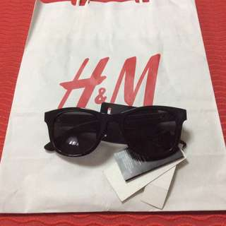 Brandnew H&M Black sunglasses