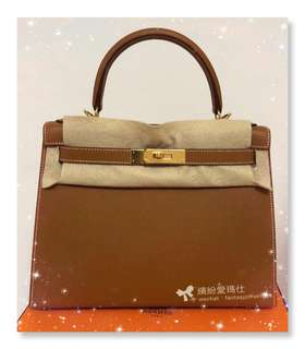 全新Hermes Kelly 28cm Gold Gold Epsom Sellier ( very rare ) Full set with original receipt. Please pm if interested. Thanks😊