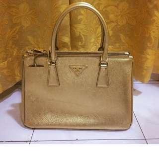 Authentic Prada Saffiano Luxe Tote in Gold BN1801