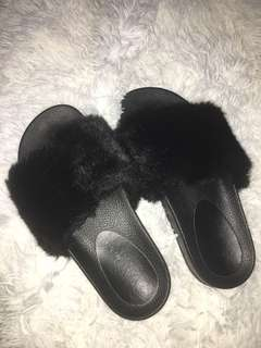 'Isabella Anselmi' black fluffy slides