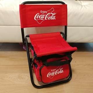 可口可樂 Coca Cola 摺凳,凳底有袋😁 (475Hx250Dx320W)
