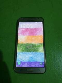 Samsung J7 (2015)