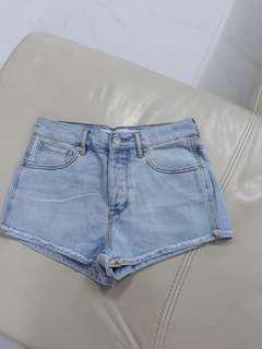 🚚 BNWOT Light Wash Mid/High Rise Denim Shorts